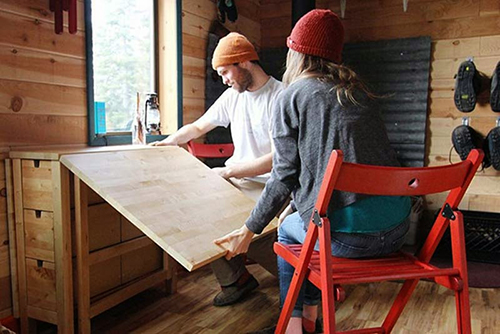 Construyen su propia casa con materiales reciclados 5